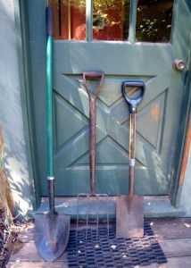 Long handled shovel, Digging fork and D handled spade
