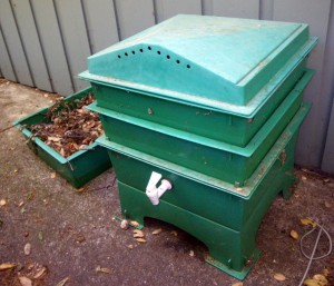 Multi level worm bin