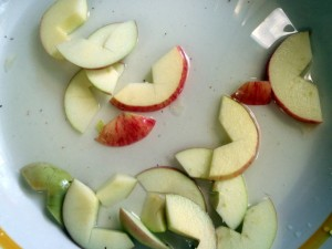 apples in lemon juice